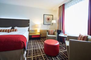 Superior Double or Twin Room-Includes Public Transit Ticket