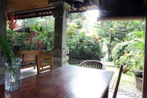 Villa Bhuana Alit, Гостевые дома  Убуд - big - 41