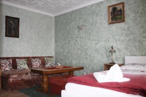 Villa Anastazis - Penzion Eden, Guest houses  Karlovy Vary - big - 59