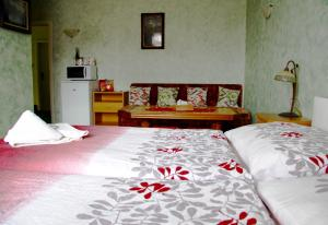 Villa Anastazis - Penzion Eden, Guest houses  Karlovy Vary - big - 56