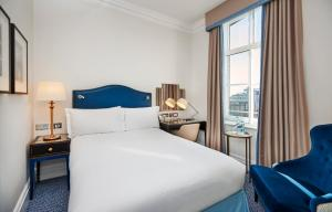 Queen Hilton Guest Room