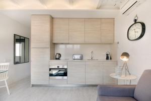 One-Bedroom Apartment with Balcony- Rambla Catalunya