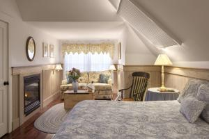 Luxury Suite with Spa Bath and Fireplace