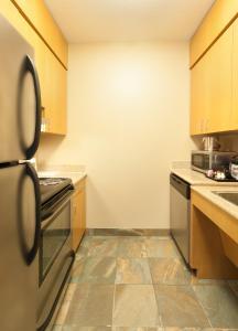 Люкс скроватью размера «queen-size» и безбарьерной душевой для гостей с ограниченными физическими возможностями - Для некурящих
