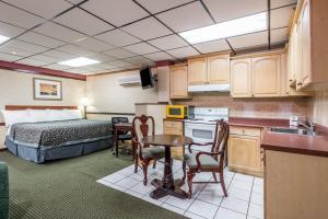 Efficiency King Room