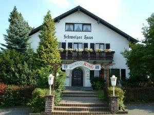 Hotel Schweizer Haus, Гостевые дома  Билефельд - big - 1