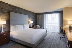 Deluxe Zimmer mit Kingsize-Bett und Balkon