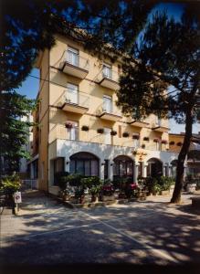 Hotel Tonti, Hotels  Misano Adriatico - big - 1