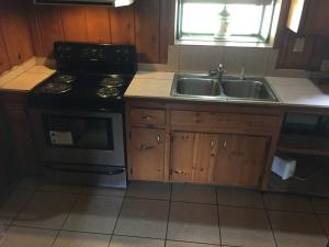 Mountain Trail Lodge and Vacation Rentals, Lodges  Oakhurst - big - 58