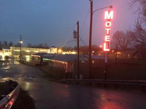 Scenic River Inn Motel, Motelek  Wartburg - big - 20
