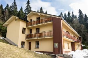 Apartment Poustevník, Apartments  Pec pod Sněžkou - big - 12
