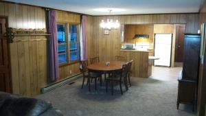 Deluxe Three-Bedroom Cabin