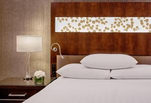 Клубный двухместный номер «Гранд» с 2 двуспальными кроватями