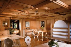 Kaysers Tirolresort – Wohlfühlhotel für Erwachsene, Hotels  Mieming - big - 31