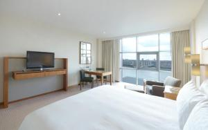 Premier River King Room