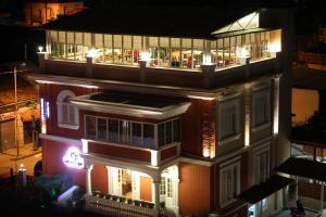 Hotel Boutique Restaurant Gloria, Hotels  Tirana - big - 1