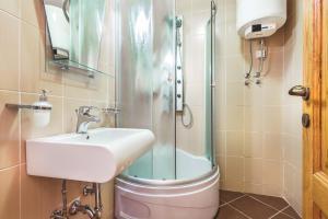 Villa Roses Apartments & Wellness, Apartmanok  Ičići - big - 80