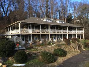 Calhoun House Inn and Suites