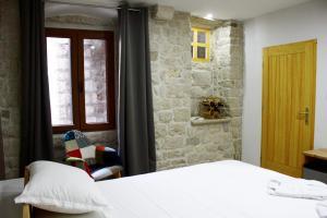 Villa Kudelik - Stone Story, Bed and breakfasts  Trogir - big - 4