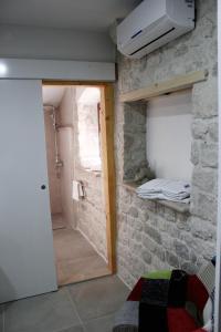 Villa Kudelik - Stone Story, Bed and breakfasts  Trogir - big - 8