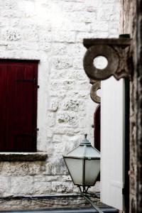 Villa Kudelik - Stone Story, Bed and breakfasts  Trogir - big - 11