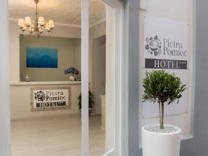 Pietra Pomice Hotel - AbcAlberghi.com