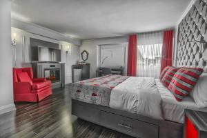 Signature King Room with Fireplace - Disability Access