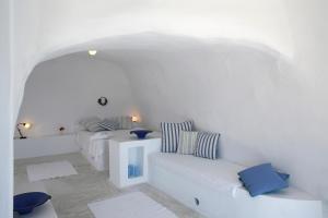 Aghios Artemios Traditional Houses(Imerovigli)
