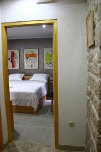 Villa Kudelik - Stone Story, Bed and breakfasts  Trogir - big - 19