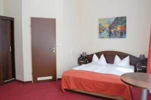 Double Room with Sofa Bed (3 Persons)