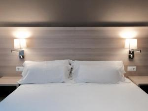 Hotel Carbonell, Hotely  Llança - big - 14