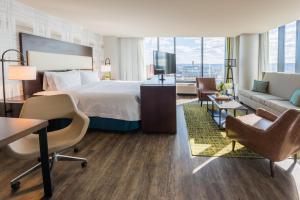 Hampton Inn & Suites Washington DC-Navy Yard (10 of 40)