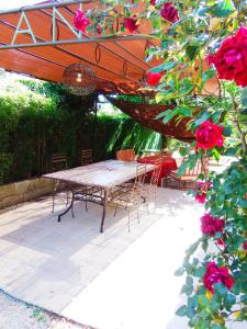 Aux Amandiers, Bed & Breakfasts  Fréjus - big - 13