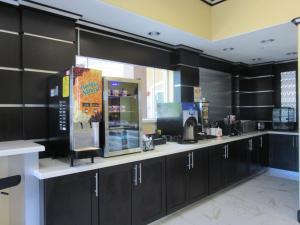 Executive Inn and Suites Tyler, Мотели  Tyler - big - 29