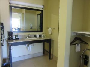 Executive Inn and Suites Tyler, Мотели  Tyler - big - 25