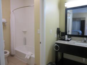 Executive Inn and Suites Tyler, Мотели  Tyler - big - 2