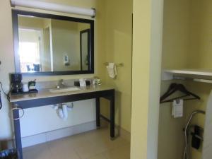 Executive Inn and Suites Tyler, Мотели  Tyler - big - 23