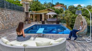 Luxurious Villa Kastro with Salt Water Swimming Pool, Vily  Nikiana - big - 66