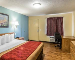 Econo Lodge Pryor, Hotely  Pryor - big - 8