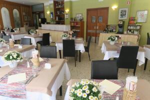 Hotel Angelini, Hotely  Nago-Torbole - big - 38