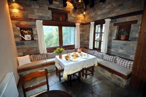 Amalthia Traditional Guesthouse, Penzióny  Tsagarada - big - 61