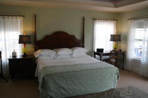 Beach Spa Bed & Breakfast, Panziók  Virginia Beach - big - 3
