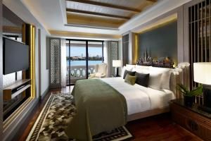 Two-Bedroom Chao Phraya River View Suite