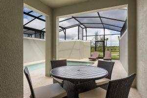 Luxury 4 Bed / 3 Bath Villa at Storey Lake, Ferienhäuser  Kissimmee - big - 2