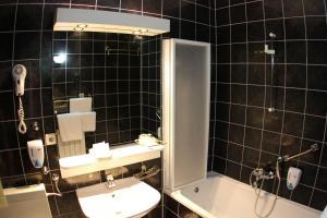 Hotel Bavaria - First Library Hotel, Hotels  Trogir - big - 13