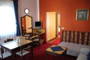 Hotel Bavaria - First Library Hotel, Hotels  Trogir - big - 4