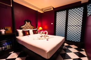 Violet Double Room