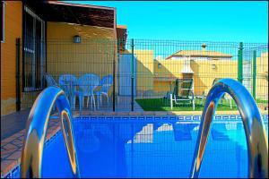 Bungalow Curro Pareja 131, Dovolenkové domy  Conil de la Frontera - big - 7