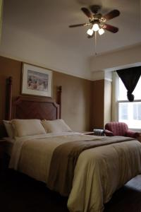 Standard Queen Room With Private bathroom
