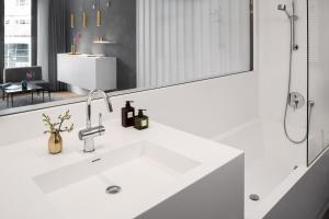One-Bedroom Apartment L